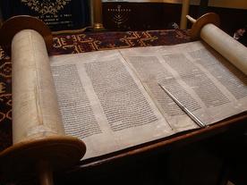 Rabini krytykują naukę o Biblii
