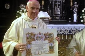 Biskup świdnicki bratem paulinów